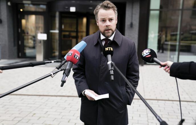 AVVISER KRITIKKEN: Arbeids- og sosialminister Torbjørn Røe Isaksen (H). Foto: Stian Lysberg Solum / NTB