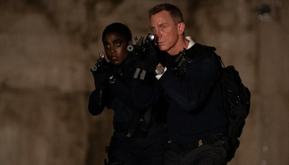 B25_20666_RC2James Bond (Daniel Craig) and Nomi (Lashana Lynch) work together in NO TIME TO DIE, a DANJAQ and Metro Goldwyn Mayer Pictures film.Credit: Nicola Dove 2019 DANJAQ, LLC AND MGM.  ALL RIGHTS RESERVED.