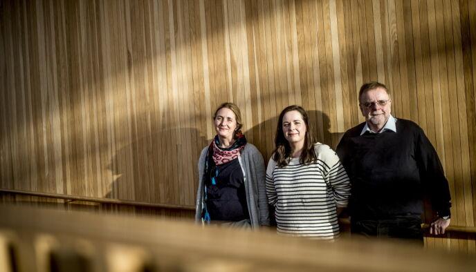 DIKTERFAMILIE: Hilde Hagerup (t.v.), søsteren Hanne og faren Klaus, her foreviget mens de snakket om NRKs storsatsing «Snøfall» som de tre skrev manuset til sammen. Foto: Thomas Rasmus Skaug