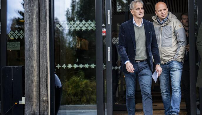 MÅ UNDERHOLDE HVERANDRE: Jonas Gahr Støre og Trygve Slagsvold Vedum har ingen innleid underholdning til middagene på Hurdal. Foto: Hans Arne Vedlog / Dagbladet