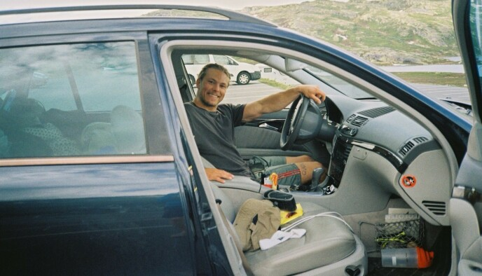 FARTER RUNDT: Erik Rotihaug har i et drøyt år reist rundt med bilen sin, som han også bruker som bolig. Foto: Privat