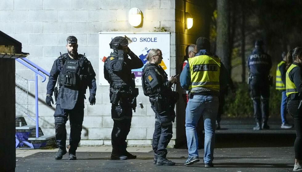 SKYTING: Torsdag forrige uke ble flere skudd avfyrt utenfor en skole på Mortensrud i Oslo. Hamse Hashi Adan (20) døde seinere av skuddskadene. Ingen er så langt pågrepet i saken. Foto: Fredrik Hagen / NTB