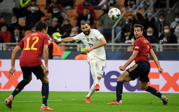 PRIKKSKYTING: Karim Benzema finner ledig plass i vinkelen. Foto: REUTERS/Alberto Lingria/NTB