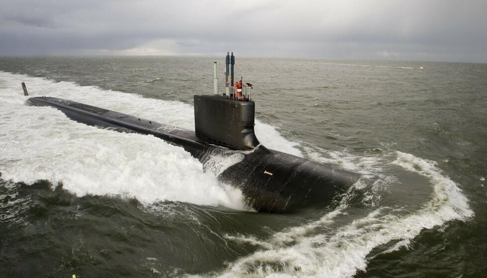 SPIONANKLAGET: En ubåt av Virginia-klassen under en øvelse i 2009. En 42 gammel amerikaner er siktet for å ha forsøkt å selge hemmelighetsstemplet informasjon om atomdrevne ubåter til et fremmed land. Foto: US Navy / AFP / NTB