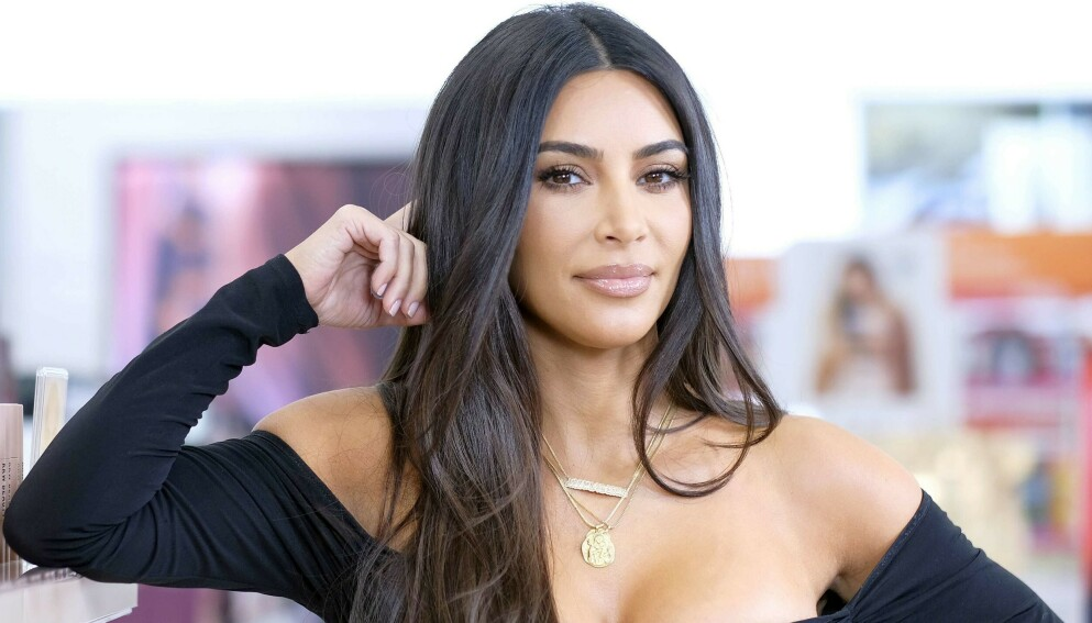 SPØKEFUGL: Kim Kardashian var i fyr og flamme da hun nylig var gjesteprogramleder på humorprogrammet «Saturday Night Live». Foto: Dimitrios Kambouris/ Getty Images/ AFP/ NTB