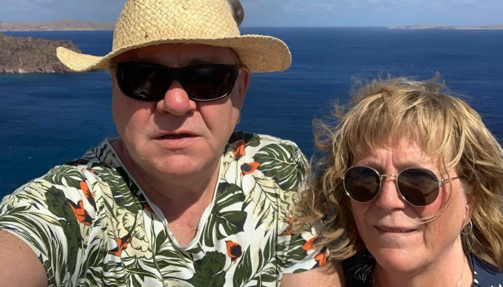 PÅ FERIE: Ekteparet Helge Hole og Britt Ås er på en måneds ferie i Kreta. De skal reise rundt på hele øya. Foto: privat