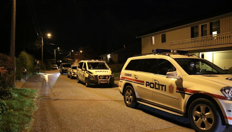 ACCIÓN PRINCIPAL: La policía ha iniciado una acción armada importante después de apuñalar a Gulset en las afueras de Skien el martes por la noche.  Foto: Theo Aasland Valen