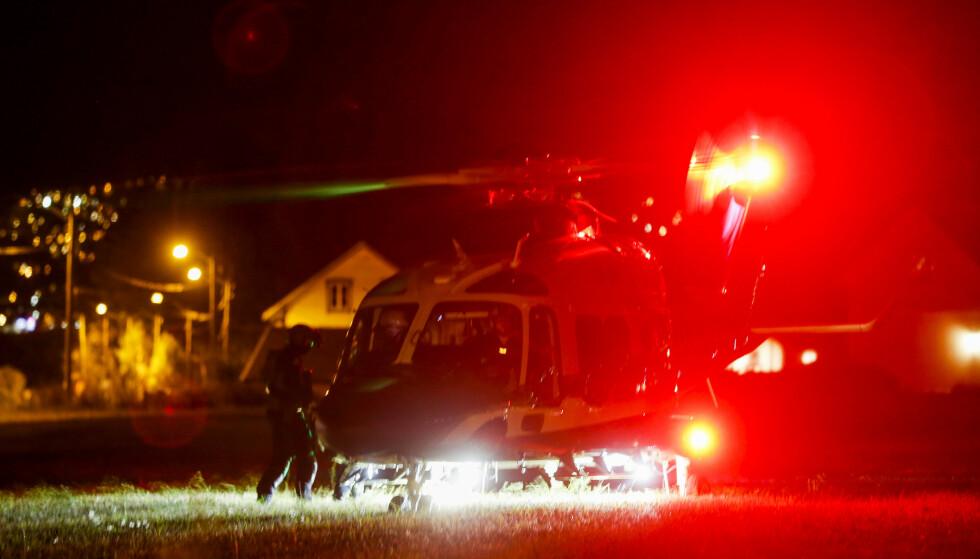 JAKTER GJERNINGSMANN: Politiet har satt inn både helikopter og hundepatrulje i søket etter gjerningsmannen. Foto: Trond R. Teigen / NTB