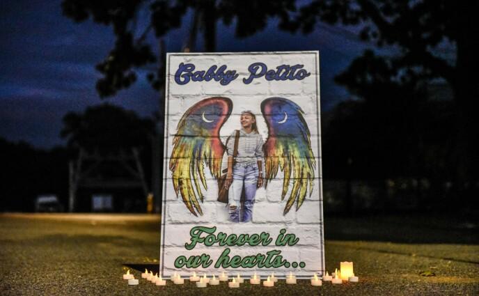 MINNET I HJEMBYEN Blue Point i New York noen dager etter at hun ble funnet død. Foto: Stephanie Keith/Getty/AFP/NTB.