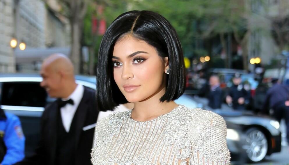 FÅR KRITIKK: Kylie Jenner får nok en gang hard medfart for en bilde publisert i sosiale medier. Foto: Julian Mackler/BFA/REX/NTB