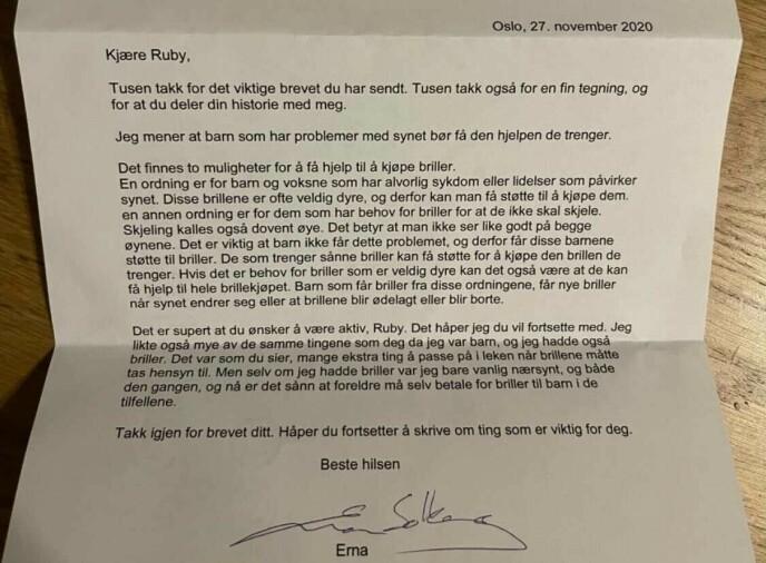 SVARET: Brevet som Erna Solberg sendte til Ruby. Foto: Privat
