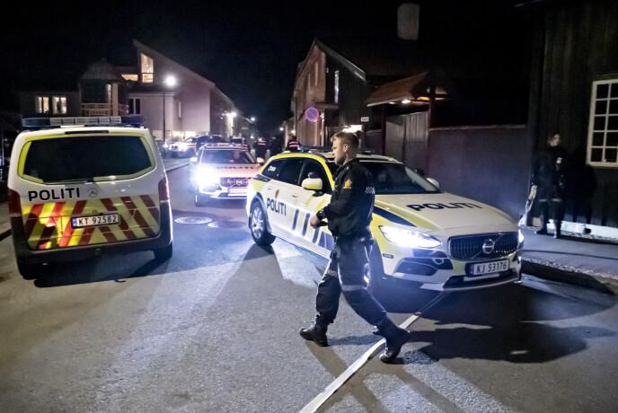 SPERRET AV: Storer deler av sentrum vest i Kongsberg er sperret av.Foto: Bjørn Langsem, / Dagbladet
