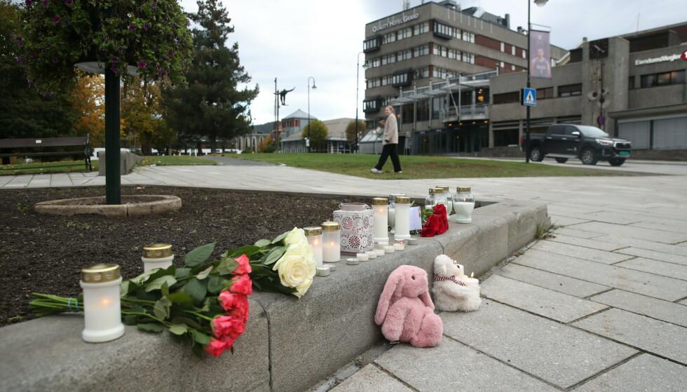 MINNES: Lokalsamfunnet minnes de drepte, og samler seg i sorgen og i støtte med de berørte. Foto: Bjørn Langsem / Dagbladet
