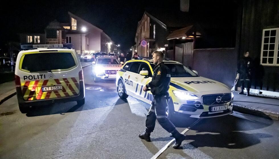 KONGSBERG: Fem personer ble drept og to skadd med pil og bue i Kongsberg sentrum onsdag kveld. Foto: Bjørn Langsem / Dagbladet