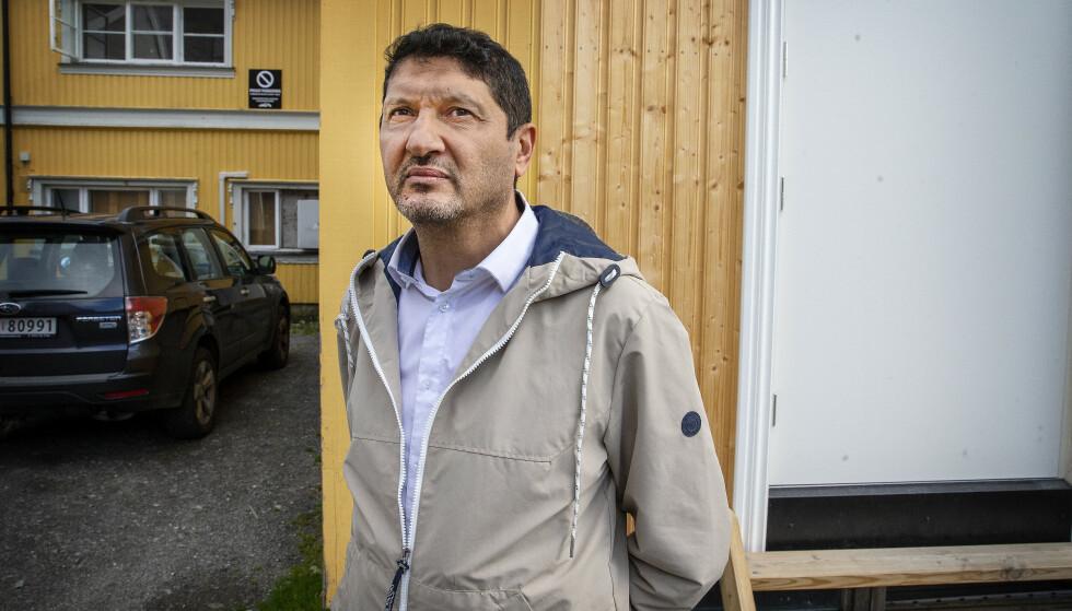 STYRELEDER: Oussama Tlili i Kongsberg Islamsk kultursenter. Foto: Henning Lillegård / Dagbladet