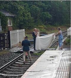 Image: Raser etter bryllupsbilder