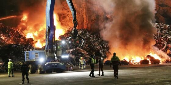 Image: Kraftig brann i metallhaug - tre personer til sykehus