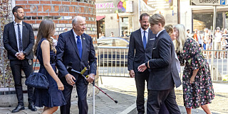 Image: Derfor går kongen med krykker