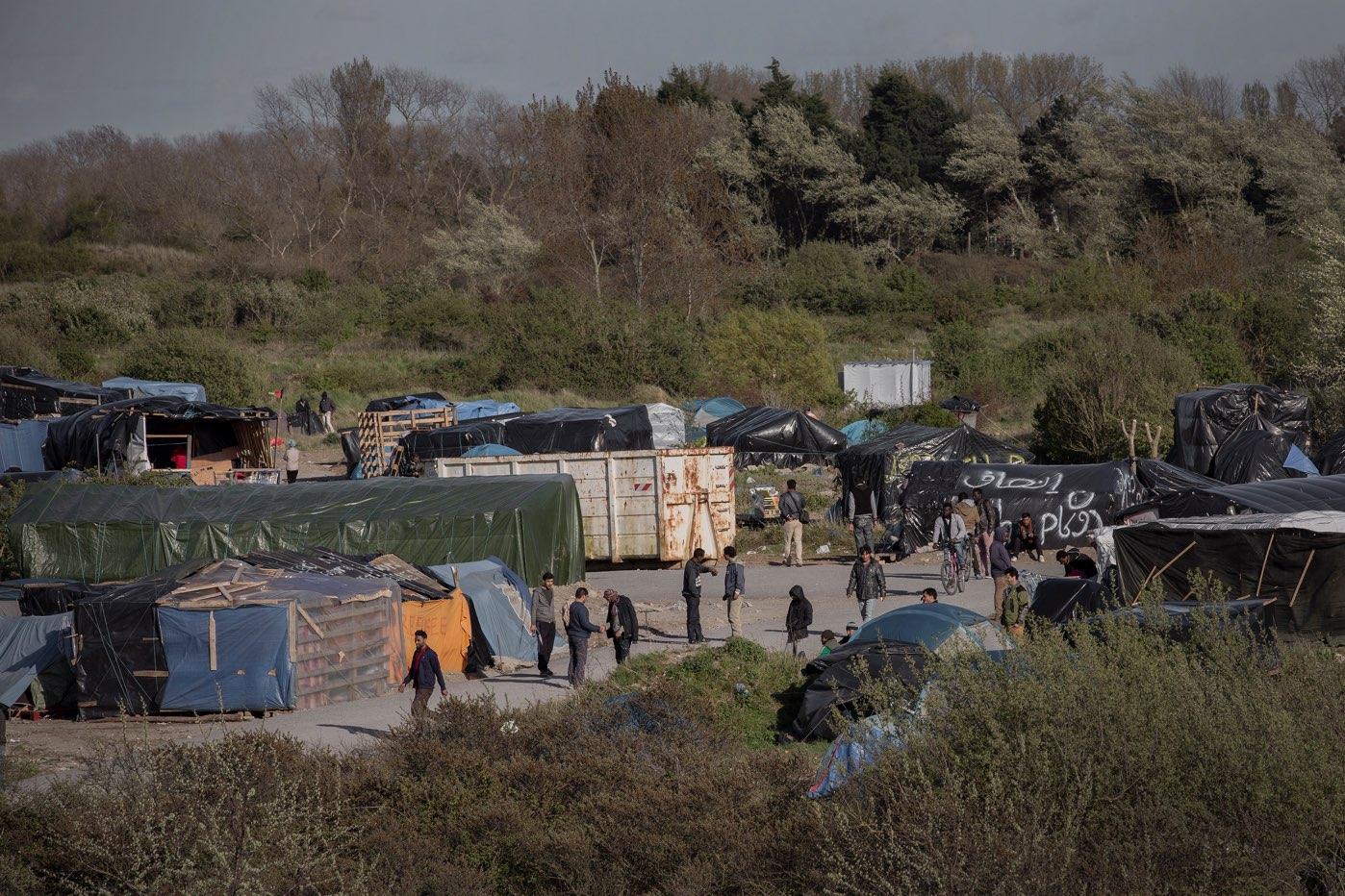 Flyktningene her bor i telt og plastikkskur
